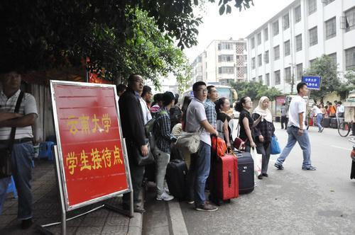 云南大学2013年新生接站工作圆满完成